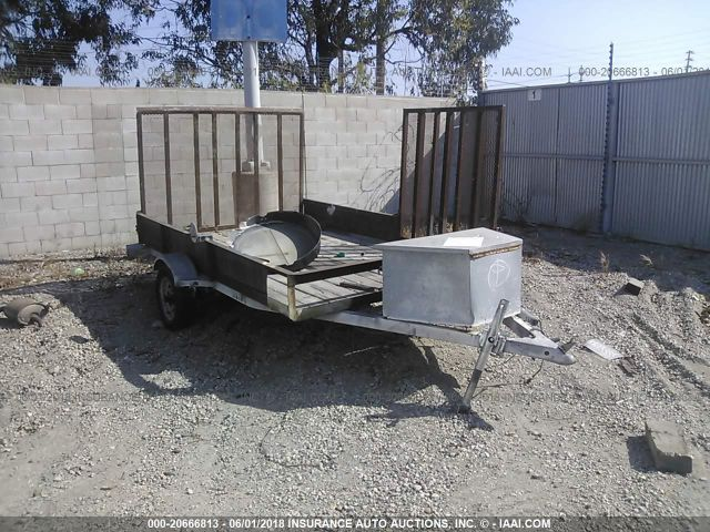 click here to view 2001 FEATHERLITE TRAILER at IBIDSAFELY