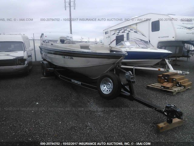 click here to view 2001 CRESTLINER 2300 RAMPAGE at IBIDSAFELY