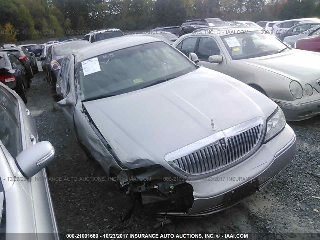 click here to view 2004 LINCOLN TOWN CAR at IBIDSAFELY