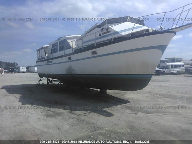 click here to view 1986 MFG CABIN CRUISER at IBIDSAFELY
