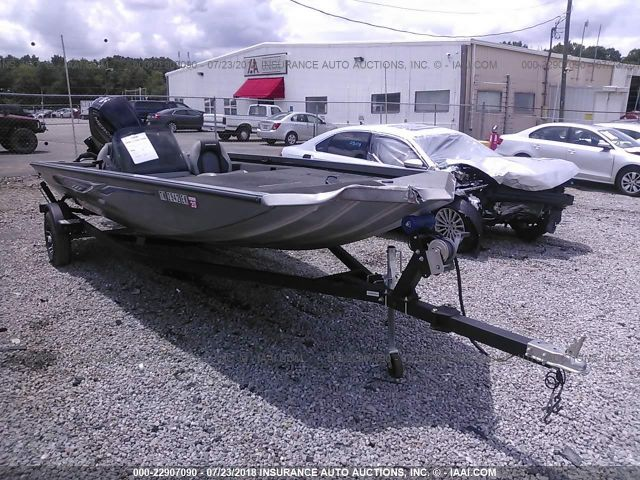 click here to view 2016 CRESTLINER VT 18 PRO at IBIDSAFELY
