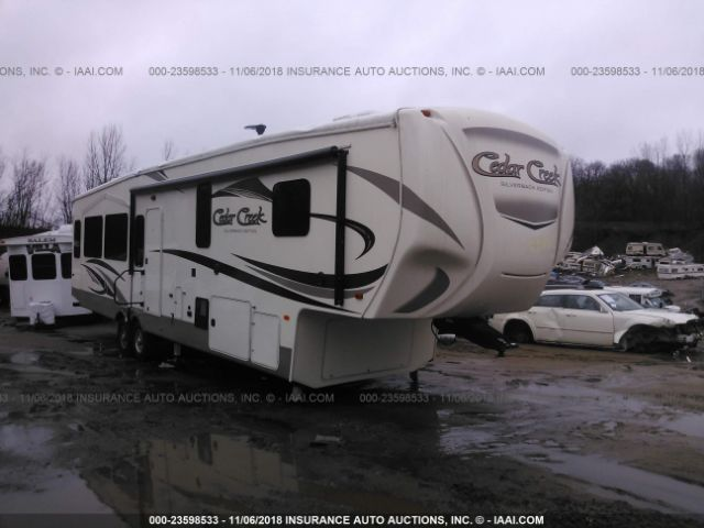 click here to view 2017 CEDAR CREEK M-37MBH SILVERBACK at IBIDSAFELY