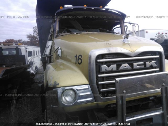 click here to view 2005 MACK CV713 at IBIDSAFELY