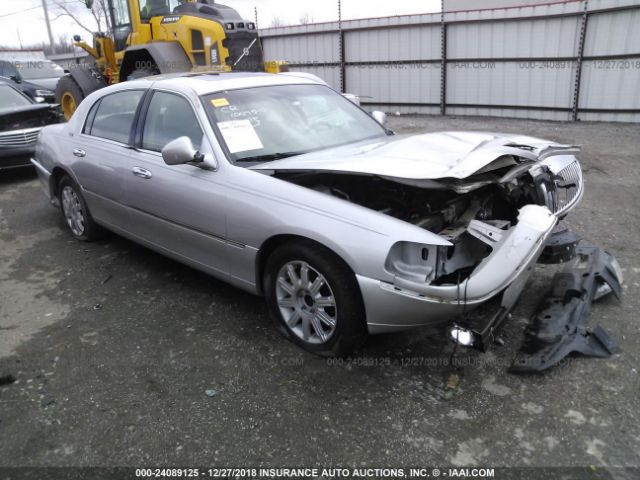 click here to view 2007 LINCOLN TOWN CAR at IBIDSAFELY