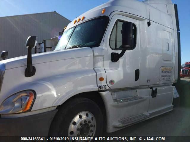 click here to view 2013 FREIGHTLINER CASCADIA 125 at IBIDSAFELY