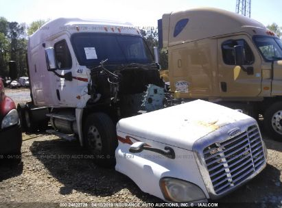 Salvage 2009 FREIGHTLINER CASCADIA 125 for sale
