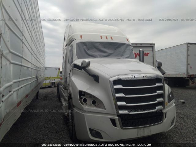 click here to view 2018 FREIGHTLINER CASCADIA 126 at IBIDSAFELY