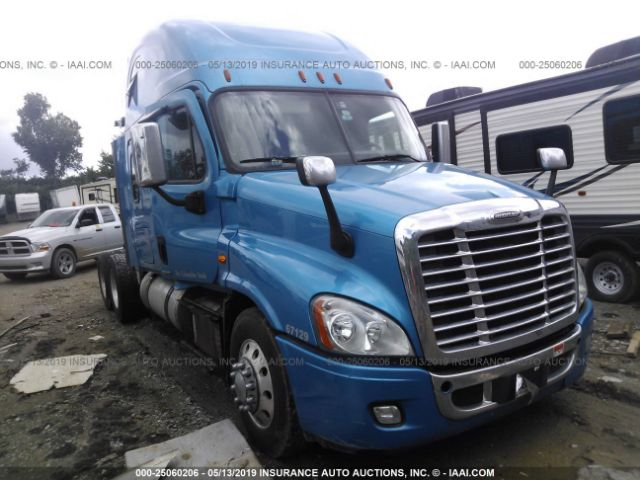 click here to view 2016 FREIGHTLINER CASCADIA 125 at IBIDSAFELY