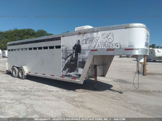 click here to view 2005 UNIVERSAL LIVESTOCK TRAILER at IBIDSAFELY