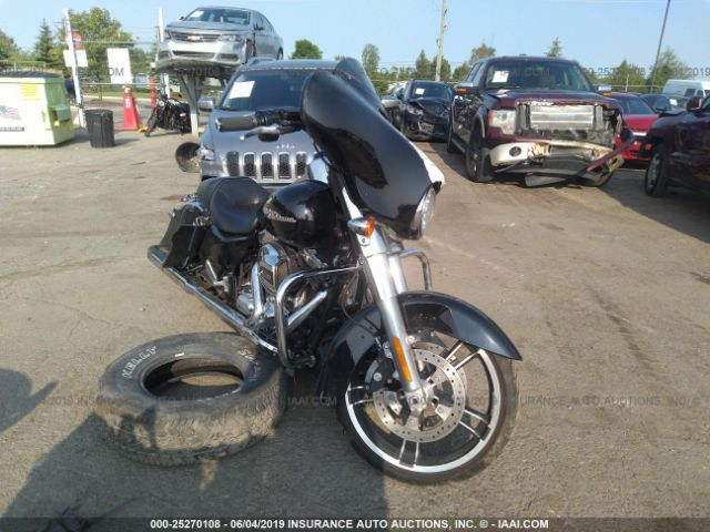 click here to view 2016 HARLEY-DAVIDSON FLHX at IBIDSAFELY