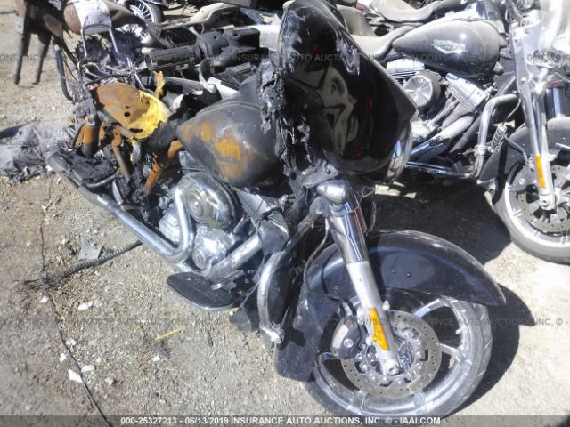 click here to view 2013 HARLEY-DAVIDSON FLHX at IBIDSAFELY