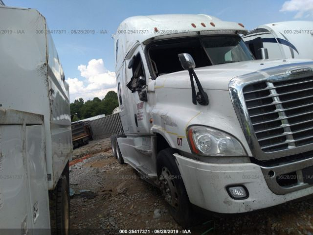 click here to view 2017 FREIGHTLINER CASCADIA 125 at IBIDSAFELY