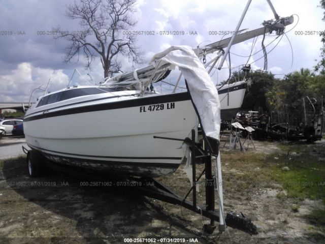 click here to view 2000 MACGREGOR BOAT at IBIDSAFELY