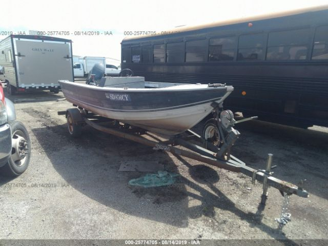 click here to view 1988 CRESTLINER NOT AVAILABLE at IBIDSAFELY