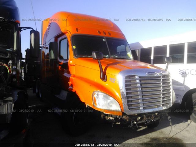 click here to view 2014 FREIGHTLINER CASCADIA 125 at IBIDSAFELY