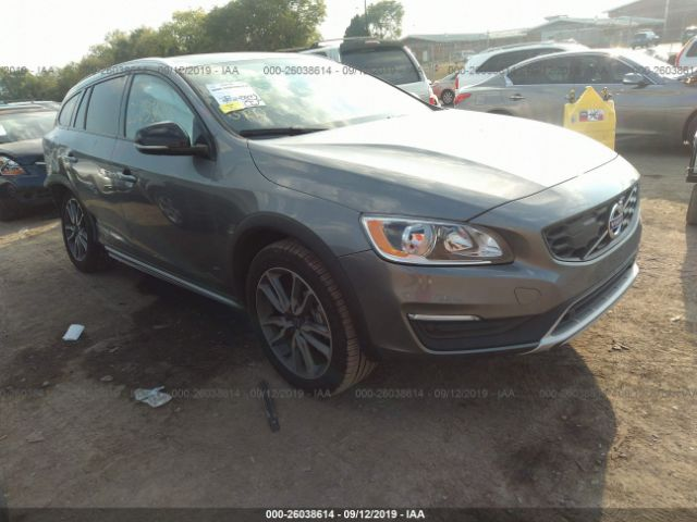 click here to view 2018 Volvo V60 Cross Country at IBIDSAFELY