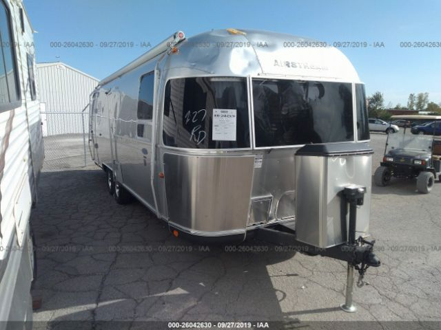 click here to view 2011 AIRSTREAM CLASSIC 27FB at IBIDSAFELY