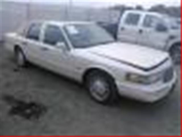 Salvage 1997 LINCOLN TOWN CAR for sale